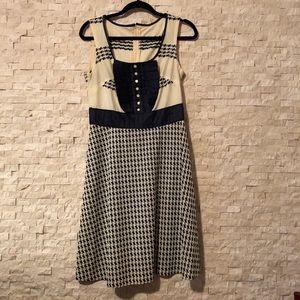 Dresses & Skirts - Vintage navy patterned dress